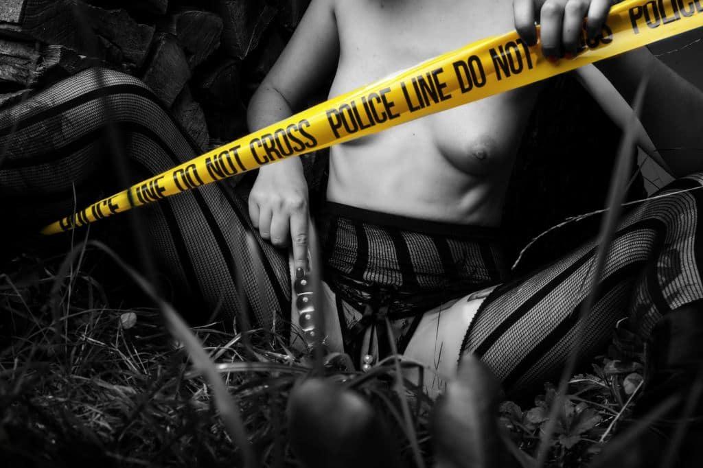POLICE LINE DO NOT CROSS/ Der Glasdildo